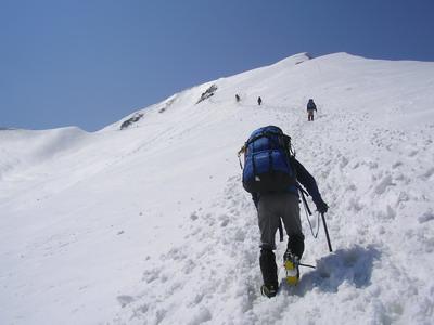 051白岳への雪壁を登る