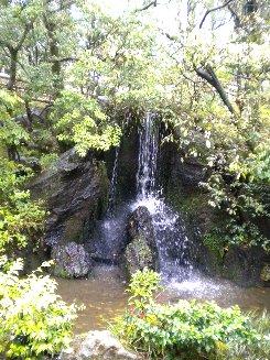 金閣寺・龍門の滝