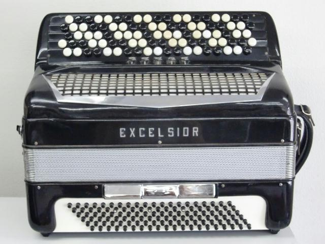 azexce-609.jpg