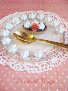 バラ飾りチョコタルト