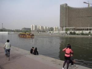 この河には・・・