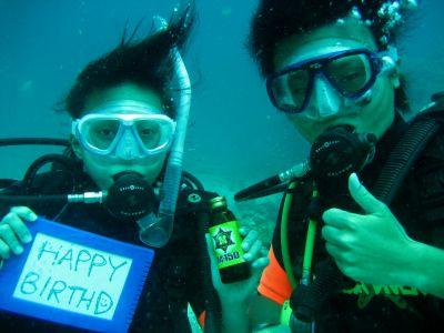 水中で誕生日のお祝い☆