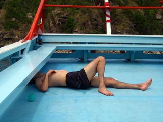 ボートで爆睡 (タオ島 ダイビング)