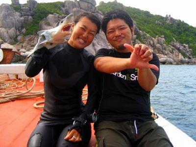 ユウスケとサメ(アジアダイバーズボートにて)