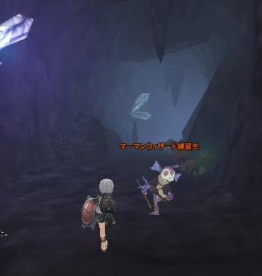こーんな洞窟で…
