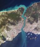 ボスポラス海峡を挟んだ、アジア側とヨーロッパ側市街区