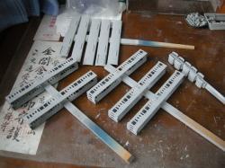持ち手には割り箸などを使用