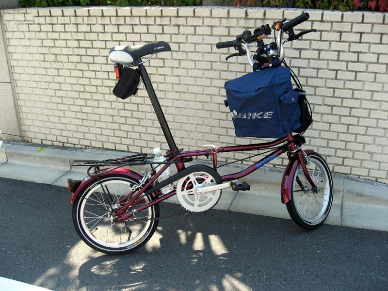 小径自転車に買い物用バッグの ...