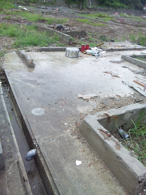 宮古臨港日立浜町の住宅跡、スネアドラム付き
