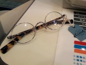 おニューのメガネ