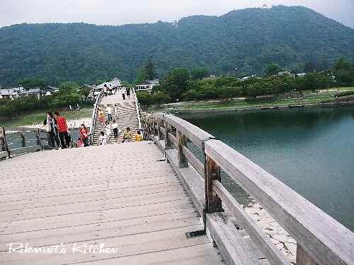 DSCF9・13渡ってる錦帯橋