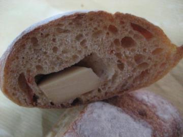 トマトとスモークチーズの天然酵母切り口
