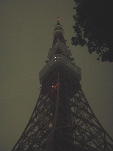 闇の東京タワー
