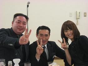 (左から)クズマキ理事長と新田さんと直美さん