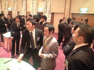 左奥にいる高橋塾幹事、對馬くん、おかか副理、宮澤くん、外舘副理