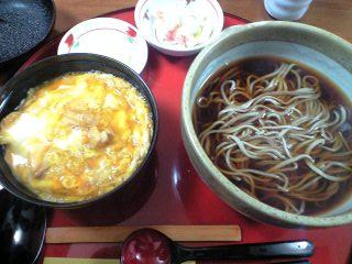 秋田比内地鶏の親子丼とそばセット