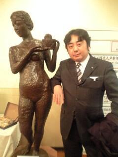 たくまと銅像(似合うなぁ~!)