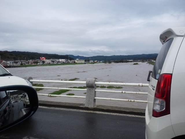 台風15号、久慈川下流