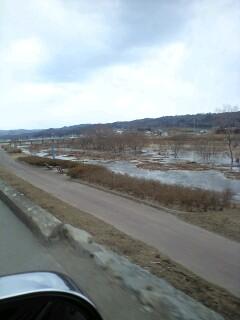 久慈川を上流へ逆流していきます