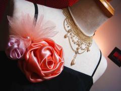 ピンクコサージュ 胸元アクセ