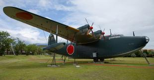800px-Kawanishi_H8K2_(Emily)_flying_boat[1]_convert_20091031153021