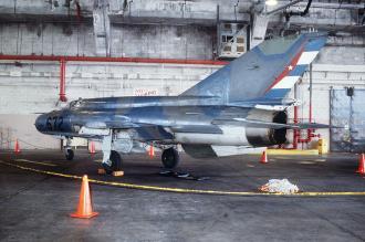 800px-FAR-MiG-21bisLAZUR(DN-ST-97-00882)[1]_convert_20100820002630