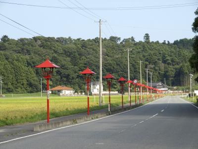 楢葉町、細内地区近辺の町道に連なる赤の街灯