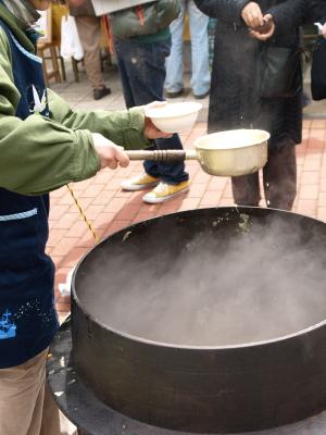 玄米麹味噌の薪炊き味噌汁@第2回あぐりカフェ in 野口英世青春広場