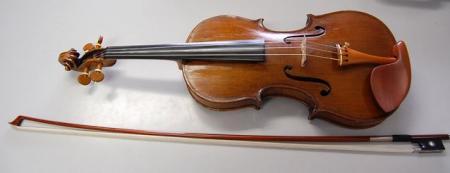 同じ弦楽器でもバイオリンとはだいぶ違う感じがします
