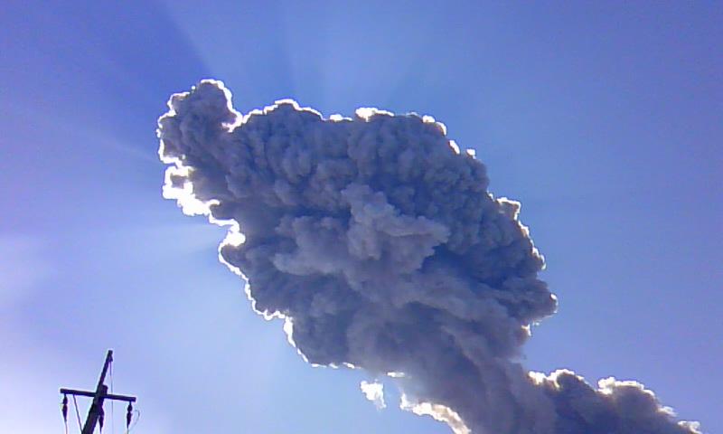 頭上の噴煙3