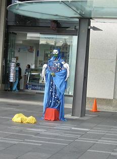 国外才能#35265;到的景#35266; 人体雕塑之一