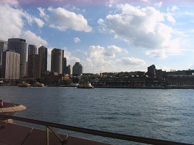 海湾附近的城市景色