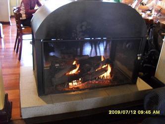 公共休息室内的明火火炉