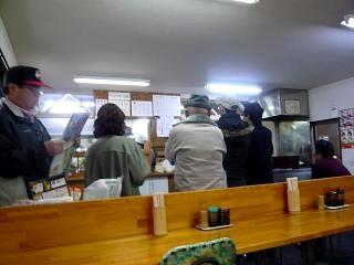 馬渕製麺所(店内行列)