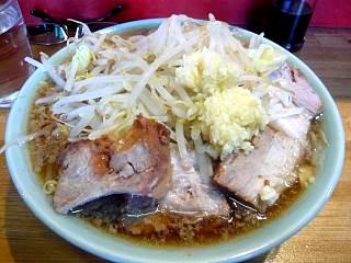 ラーメン髭(チャーシュー麺上)