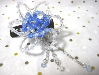 花のヘアクリップ