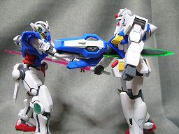 エクシアR2とOガンダム