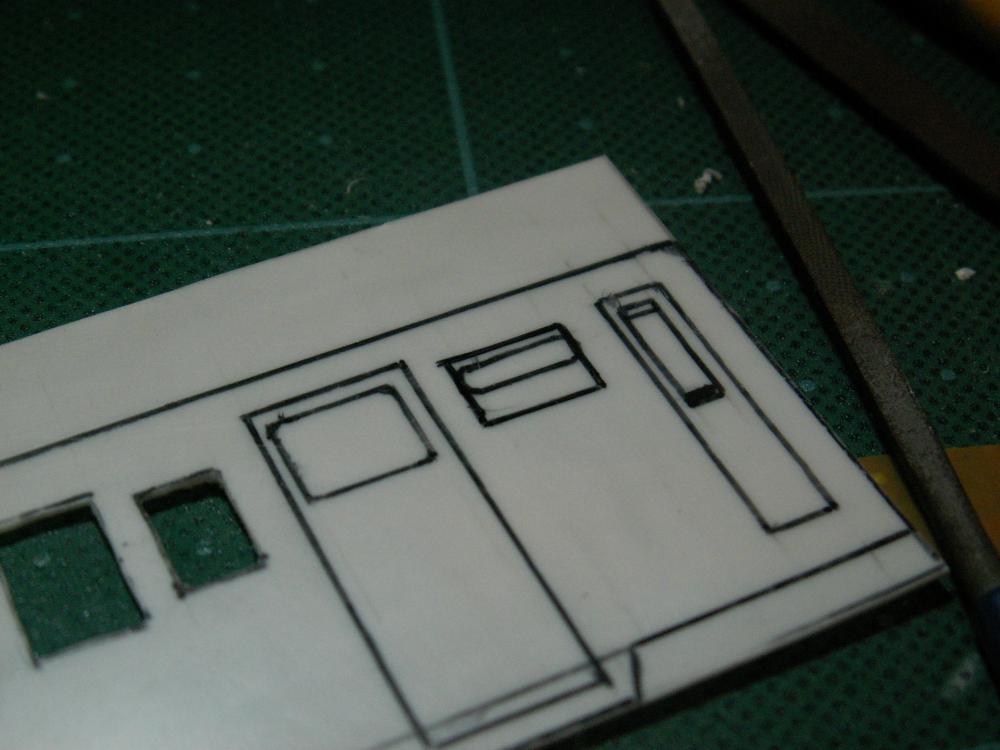 乗務員室の隣の窓の小窓トレース用