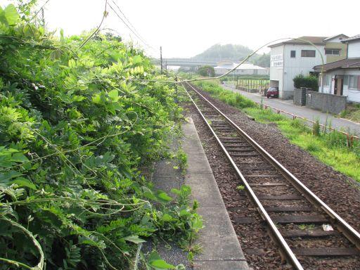 JR久留里線 上総清川駅 ホーム草ボーボー