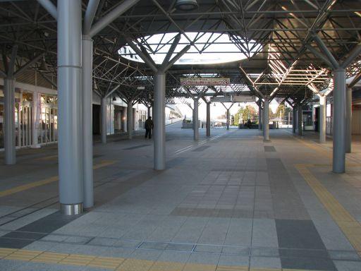 首都圏新都市鉄道つくばエクスプレス 守谷駅 改札外中央西口・東口付近