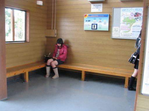 JR内房線 南三原駅 駅舎内待合スペース