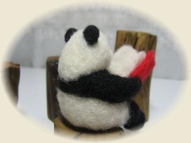 羊毛フェルトパンダ☆読書の秋