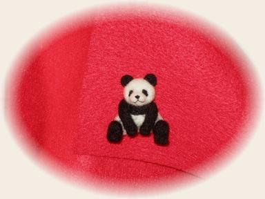 羊毛フェルト☆パンダのタイタックピン