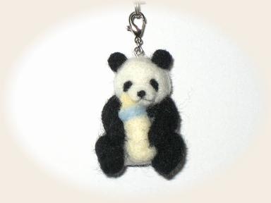 羊毛フェルト☆子パンダのストラップ