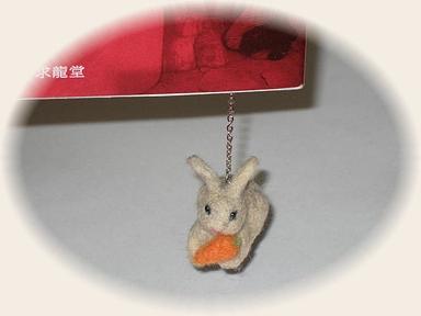 羊毛フェルト☆うさぎのブックホルダー&お薦めの本
