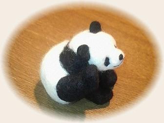 羊毛フェルト☆パンダちゃん お耳がかゆいの?