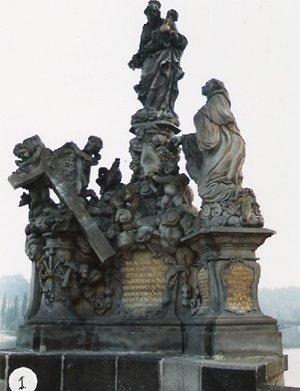 カレル彫像1