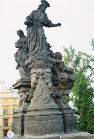 カレル彫像2