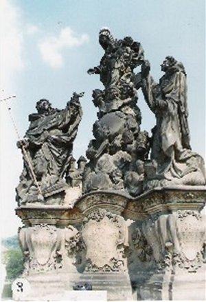 カレル彫像3