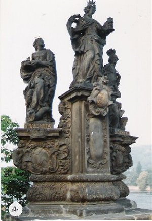 カレル彫像4